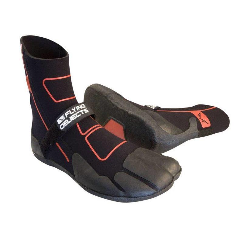 Internal Split Toe — Внутренние стенки предотвращают скручивание обуви Angle Instep — Подъем вырезан под углом, чтобы обеспечить более легкое обувание Vulcanised Footpads — Защита подошвы, чтобы предотвратить прокол острыми предметами Finger Loop — Помогает находиться ноге в правильном положении GBS Seams — Все сегменты обуви склеены стабильным к УФ-лучам клеем, и незаметно прошиты Mesh Carry Bag — Все наши ботинки поставляются в удобной сумке