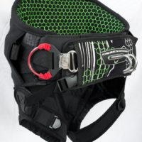 Features - independent tension belt, neo leg straps, integrated bar pad and spreader bar with widestyle hook and quick release